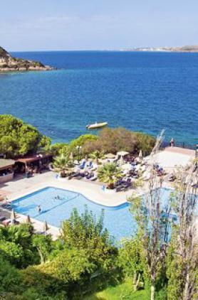 Kefalonia a hotel Mediterranee s bazénem