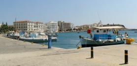 Přístav ve městě Tinos na stejnojmenném ostrově
