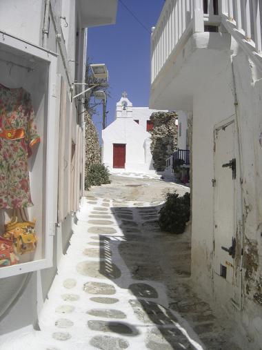 Ulička hlavního města Chora na Mykonosu