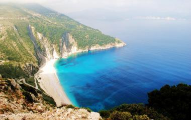 Pláž Myrtos Beach na ostrově Kefalonia, Řecko